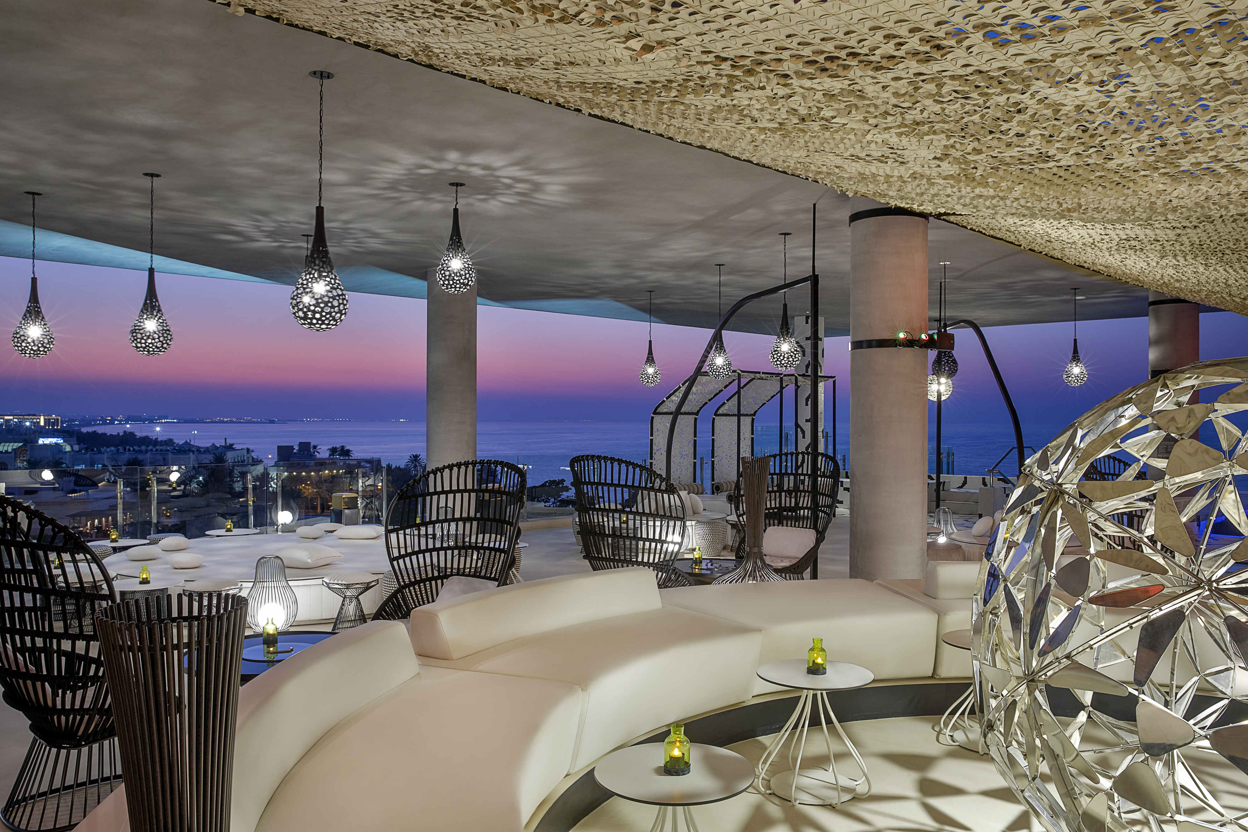 Siddharta Lounge by Buddha-Bar has arrived to W Muscat Hotel, bringing its signature flair for culinary prowess and trendy mixology to their sophisticated rooftop restaurant, lounge and pool bar, overlooking the sweeping coastline of Shatti Al Qurum.